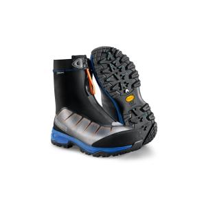 Calzatura pensata per le attività outdoor invernali, come passeggiate sulla neve e ciaspolate.