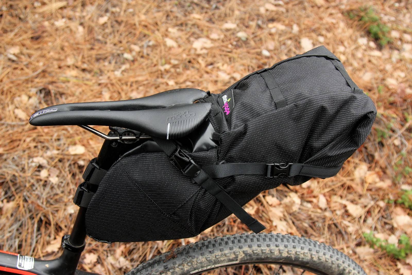 Per i viaggi in bici, scegliere sella e manopole utilizzati a lungo prima di partire. Borse Miss Grape, Ph Davide Ferrigno