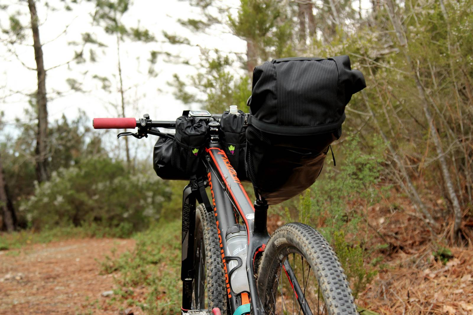 Borse da bikepacking posizionabili direttamente sul telaio. Borse Miss Grape, Ph Davide Ferrigno
