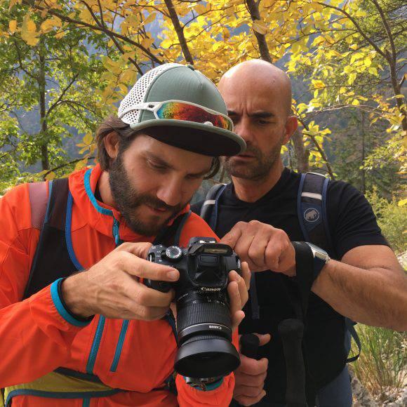 Andrea Sabbadin a Riccardo Stacchini verificano il materiale fotografico