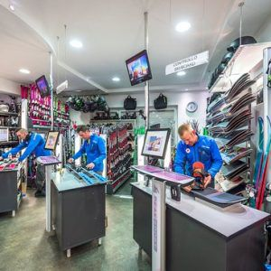 Banchi di regolazione in un noleggio sci