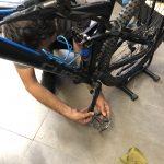 Montaggio del pedale flat prima della prova della Shimano GR9