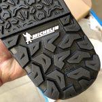 Il disegno della suola Michelin nella parte posteriore della scarpa