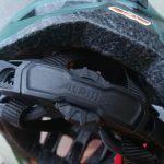 Dettaglio della regolazione sulla nuca del casco Alpina Anzana L.E.