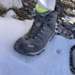 Lo scarpone Meindl Tereno Mid GTX impegnato su neve estiva