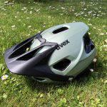 Uvex Quatro Integrale, casco da mountain bike con visiera anteriore alzata