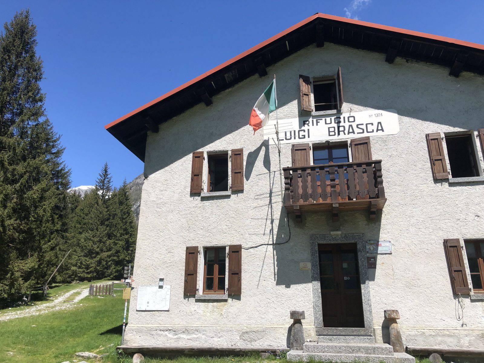Il rifugio Brasca, del CAI Milano, a quota 1300 in Val Codera