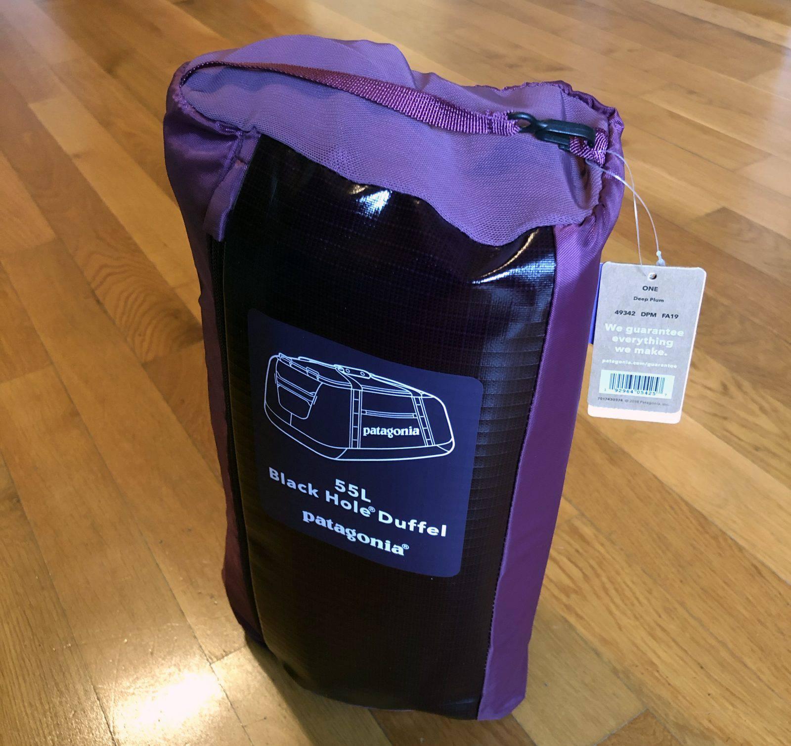 La borsa Patagonia Black Hole Duffel Bag avvolta su se stessa per il trasporto