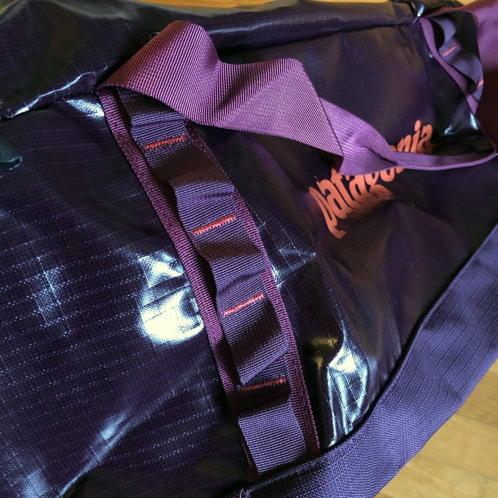 """Le """"daysi chain"""" su corpo della borsa Patagonia Black Hole Duffel Bag"""