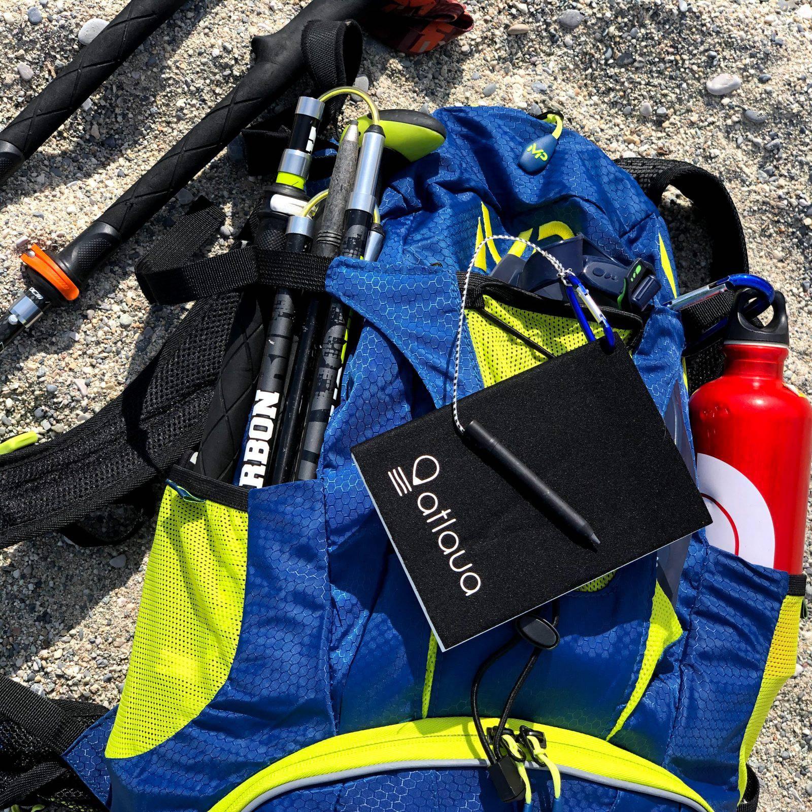 Con il pratico moschettone Atlaua Waterproof Notebook si può affrancare allo zaino in tutta sicurezza