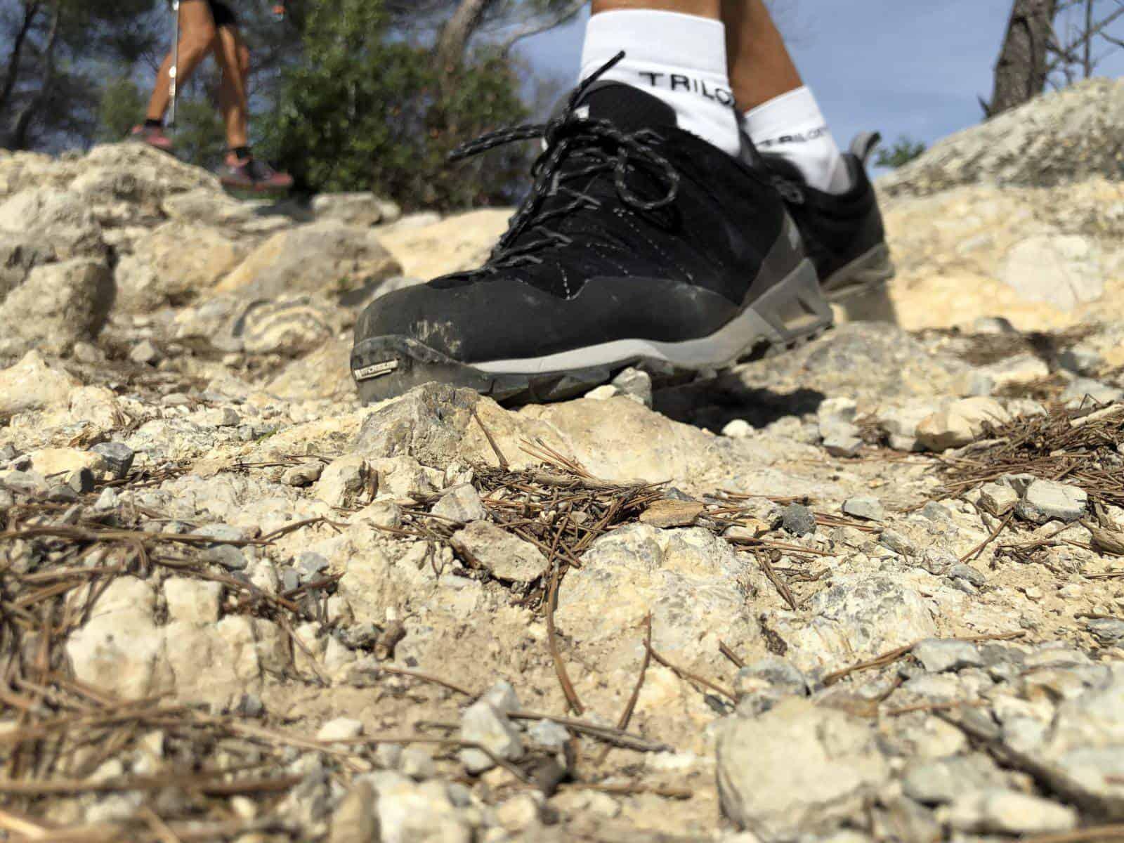 Lo strato ammortizzante in EVA della Dolomite Crodarossa Trek assorbe le asperità del terreno e protegge il piede