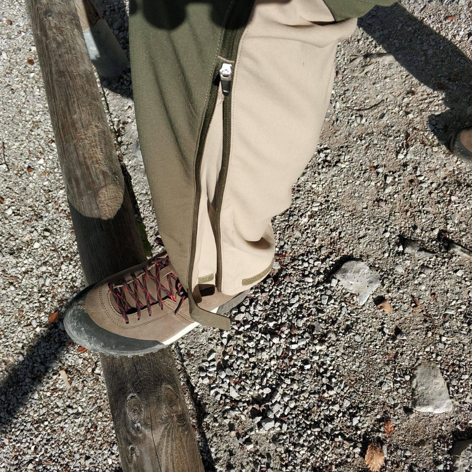 Gamba regolabile in lunghezza e larghezza con zip e velcro