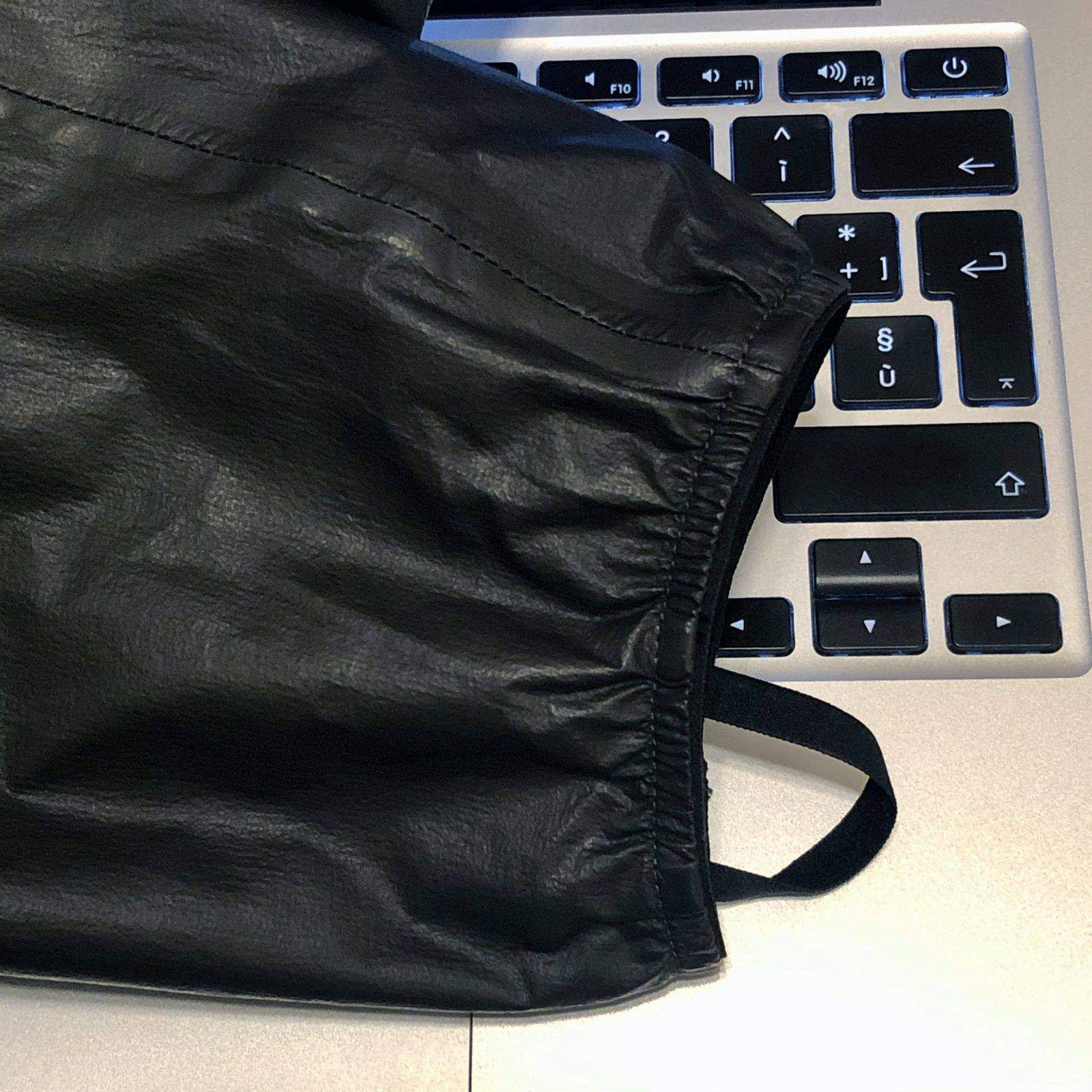 Montura giacca Flyaway: polsino elastico e anello per pollice