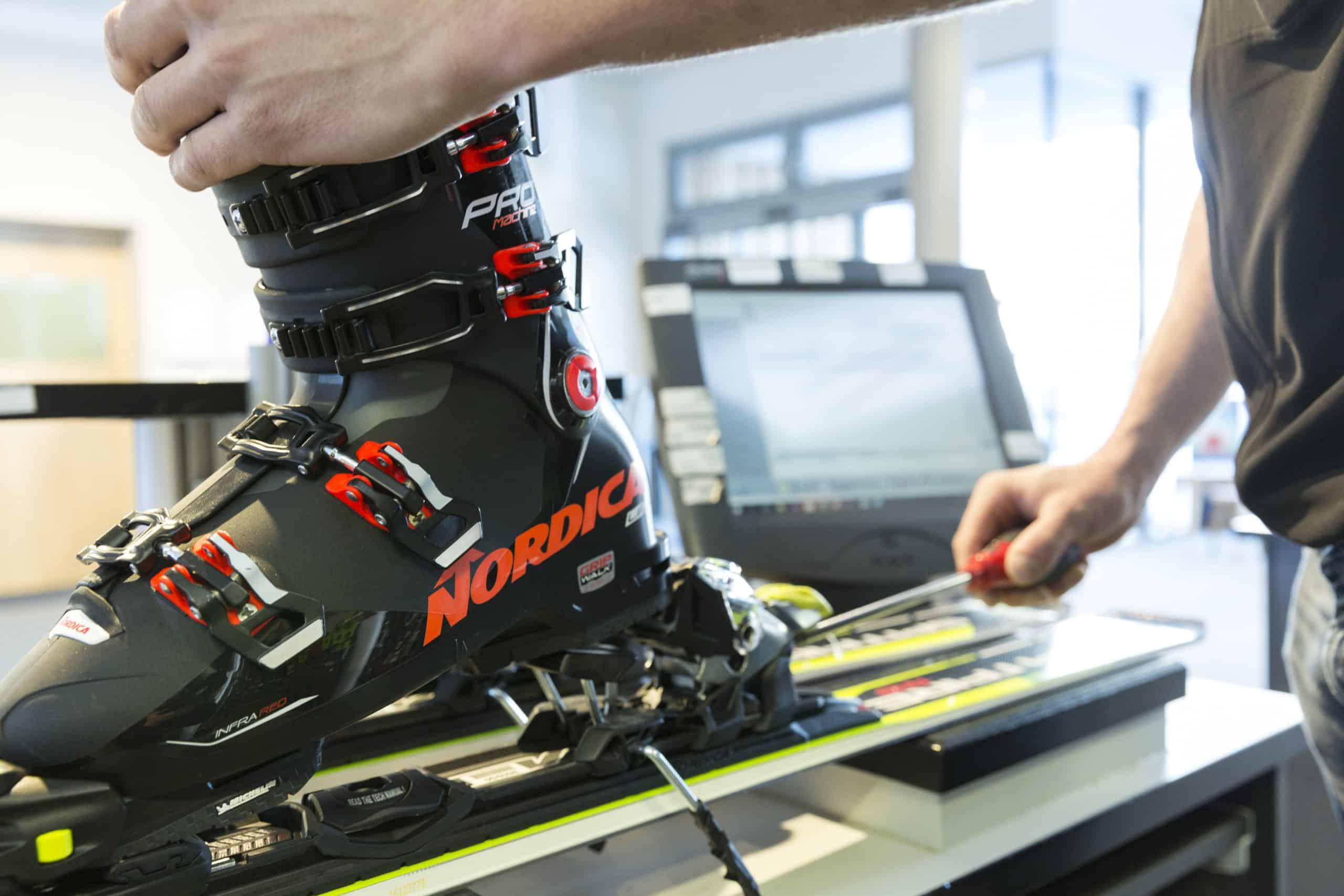Regolazione attacchi da sci con software
