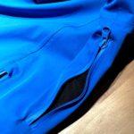 La zip di aerazione sotto ascella della giacca da sci Marmorè di Hyra