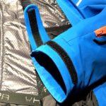 Il polsino sagomato e con chiusura a velcro della giacca da sci Marmorè di Hyra
