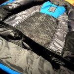 L'interno della giacca da sci Hyra Marmorè con la ghetta antivento e neve e la zona dorsale traspirante