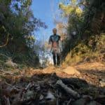 Leki Micro Vario Carbon, bastone da trekking, in azione sui monti liguri