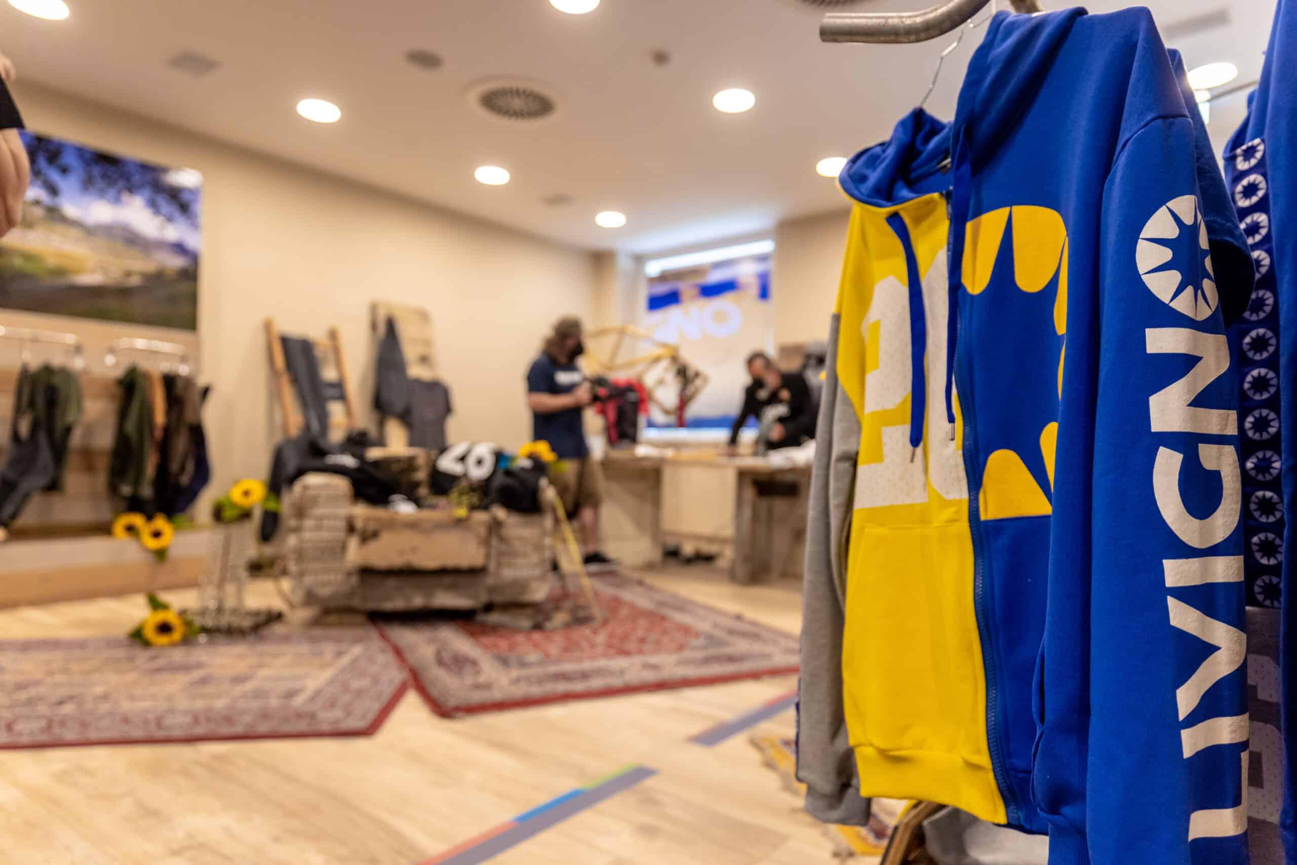 SPORTY E CASUAL: Livigno lancia la nuova collazione d'abbigliamento Made in Italy - in negozio